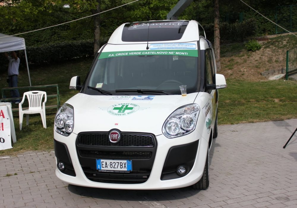 Nuovo Doblo' per la Croce Verde acquistato con l'aiuto dei commercianti del paese…